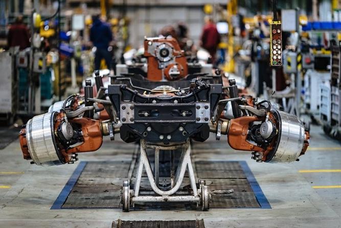 Automobilka TATRA TRUCKS vyrábí bez omezení, zavedla preventivní opatření na ochranu zdraví zaměstnanců