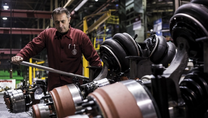 TATRA TRUCKS vyplácí zaměstnancům bonusy za loňský rok a navyšuje mzdy