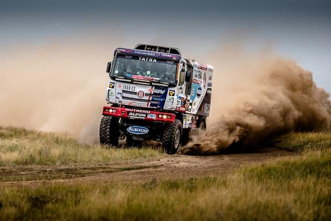 TATRA v polovině Silk Way Rally 2017 na pódiu!