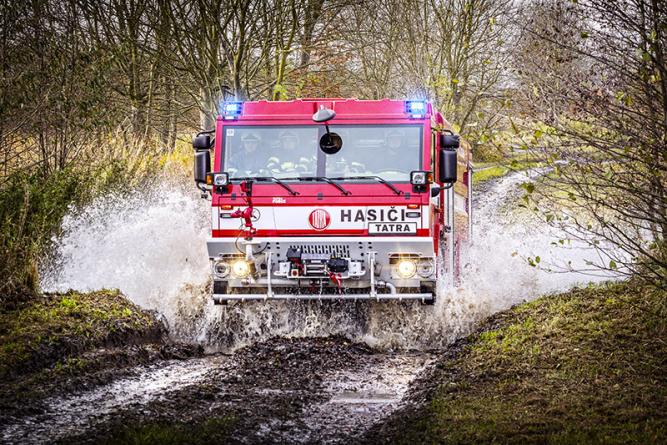 TATRA podpořila české hasiče v Řecku vysláním servisního vozidla