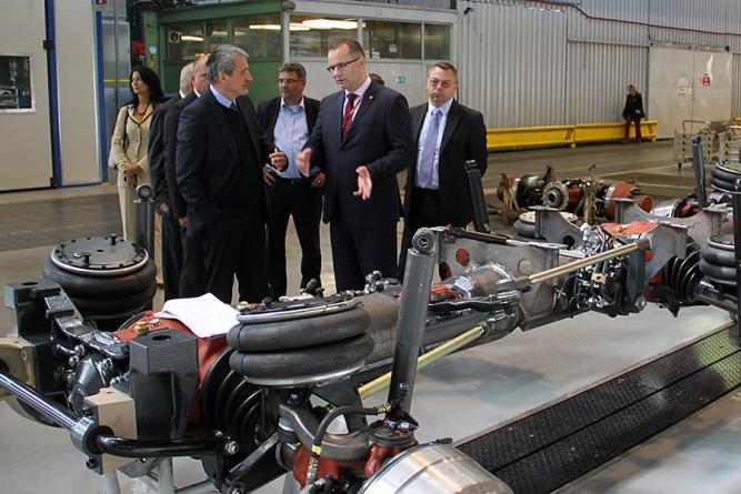 Ministr obrany Martin Stropnický se seznámil s produkcí automobilky TATRA