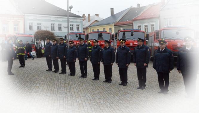 TATRA TRUCKS a THT Polička slavnostně předaly cisterny pořízené z Fondu zábrany škod