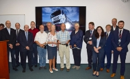 Zástupci společnosti TATRA TRUCKS ocenili Hanse Ledwinku in memoriam