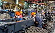 Společnost TATRA TRUCKS jako jedna z mála automobilek v Evropě naplno vyrábí i v současné krizové době